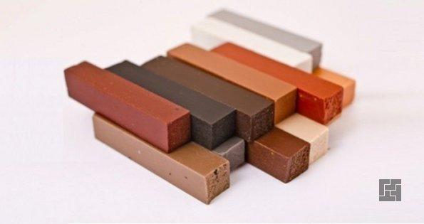Мелки - хорошее средство для закрашивания повреждений на деревянных поверхностях