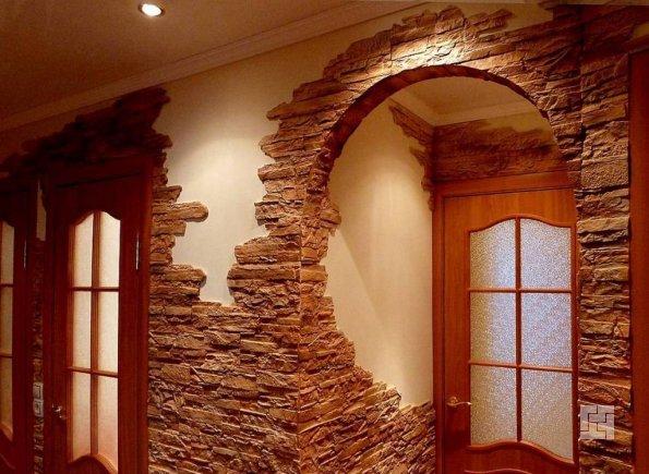 Гипсокартоновая арка отделанная камнем