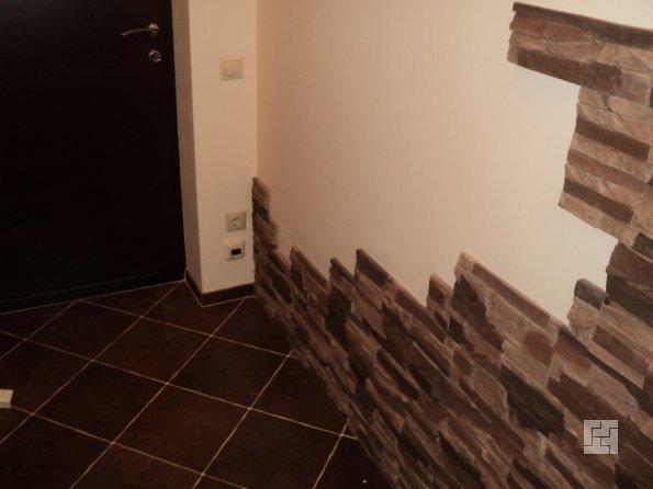 Ламинат на стене с имитацией камня