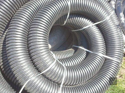 Пластиковые трубы гофрированные с перфорацией