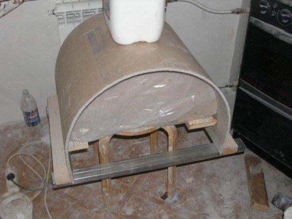 Пресс, установленный на шаблон из гипсокартона