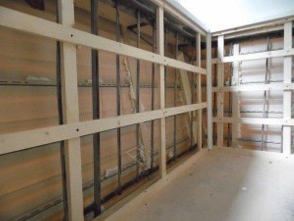 Каркасная конструкция для обшивки балкона из бруса 60х15