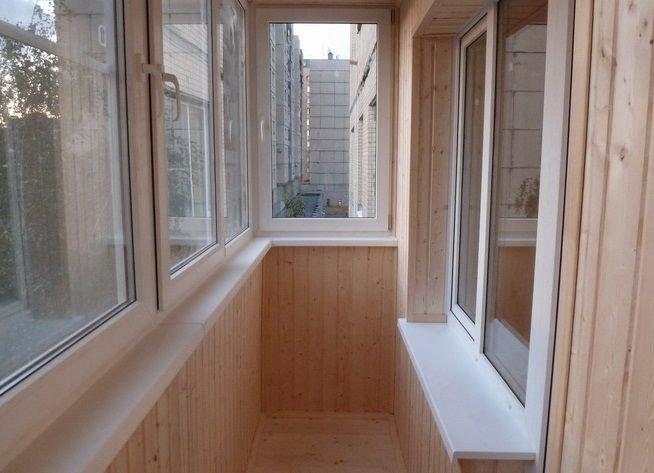 Балкон, обшитый вагонкой