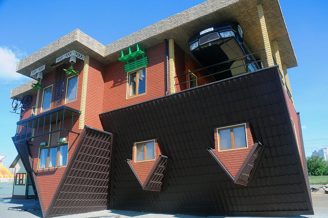 Вызов гравитации: перевернутые дома в России