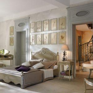Спальня в сиреневых и серых тонах