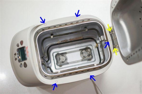 Снятие шурупов с верхней части корпуса