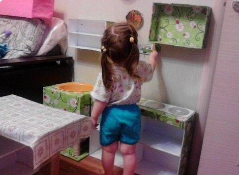 Готовая детская кухня из картонныйх коробок