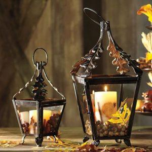 Декоративные подсвечники со свечами