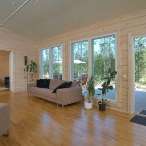 Дизайн интерьера внутри деревянного дома