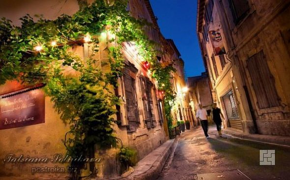 Улица с архитектурой в стиле прованс