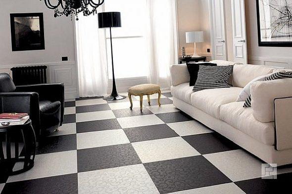 Чёрная и белая плитка, уложенная в шахматном порядке