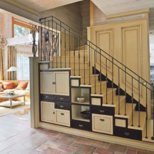 Компактная лестница со шкафами