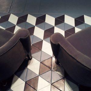 Кресла тёмного цвета