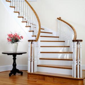 Лестница белого цвета