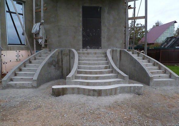 Монтаж крыльца из бетона