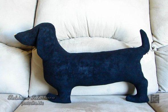 Декоративная подушка в виде собаки