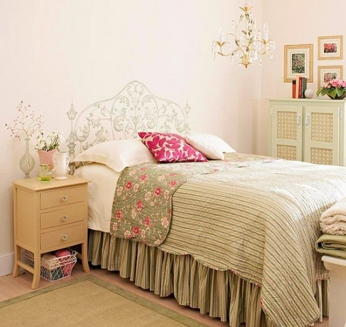 Нарисованное изголовье кровати