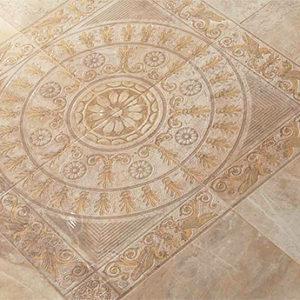 Панно из керамической плитки бежевого цвета