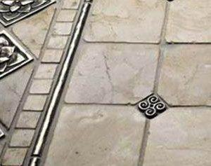 Плитка с металлическим декором