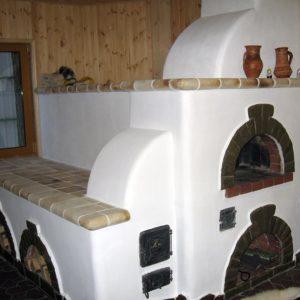 Русская печь с лежанкой в доме