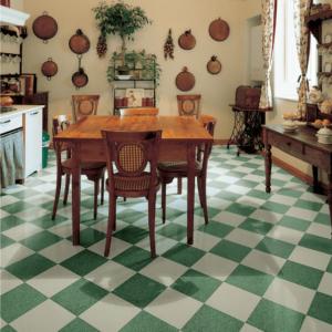 Шахматная плитка белого и зелёного цветов