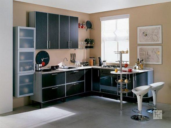Маленькая кухня чёрного цвета