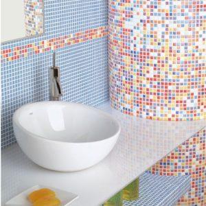 Яркая мозаика в дизайне ванной