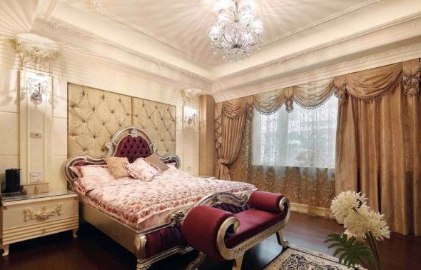 Нежная спальня в стиле арт-нуво с многослойными шторами