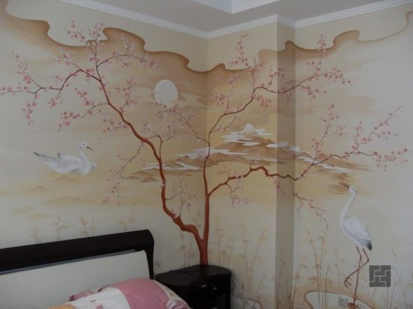 Рисуно с деревом на стене