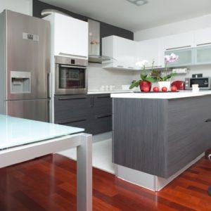 Дизайн кухни с барным столом