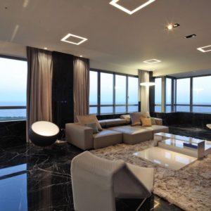 Рочскошная гостиная с мраморным полом