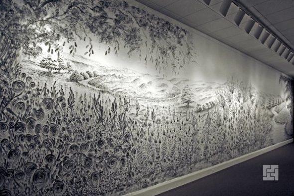Картина на стене, нарисованная пальцами