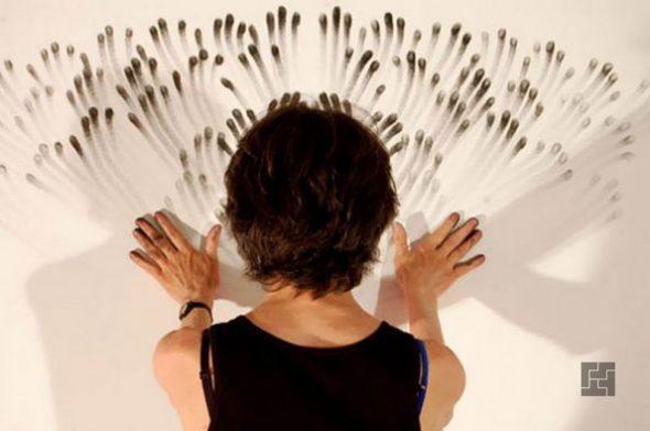 Рисование пальцами на стене