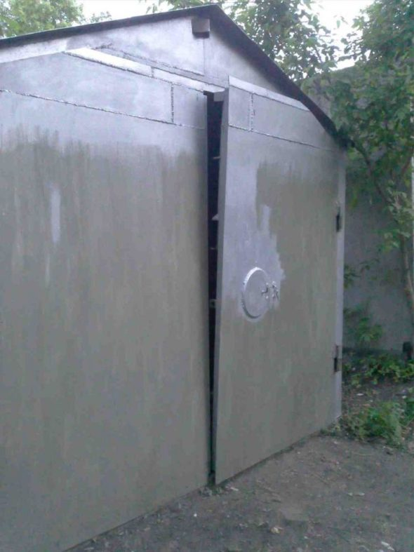 Перекосившиеся гаражные ворота