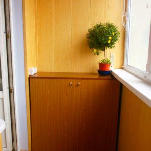 Компактный балконный шкаф