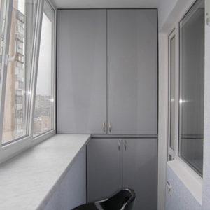 Шкаф из МДФ на лоджии