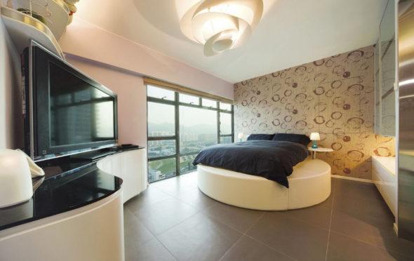 Спальня в бежевых тонах с кроватью круглой формы
