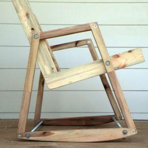 Простое кресло из дерева, изготовленное своими руками