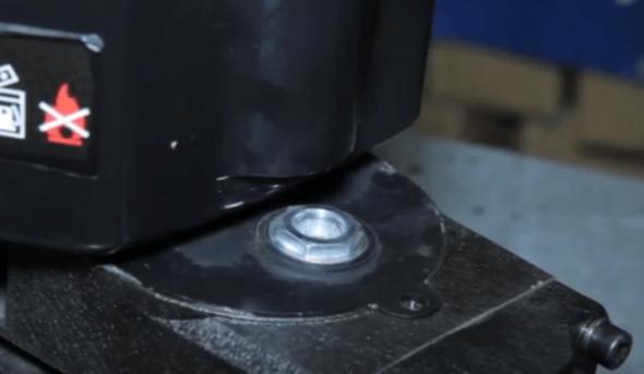Пробка смазочного отверстия редуктора отбойного молотка