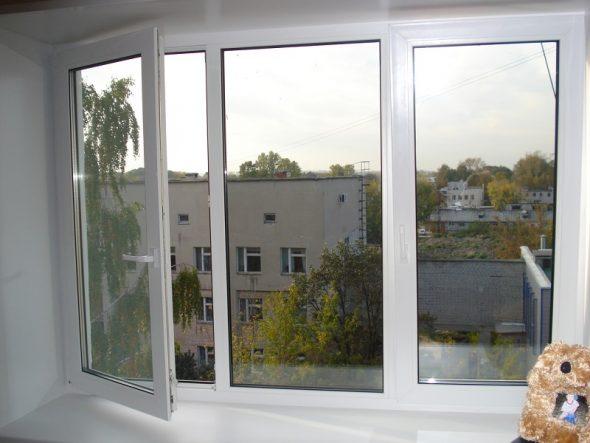 Пластиковое окно в открытом состоянии