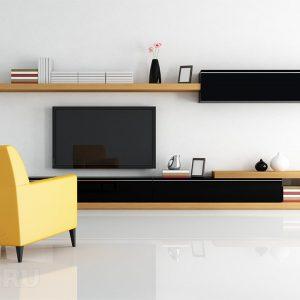 Жёлтое кресло и наливные полы в гостиной