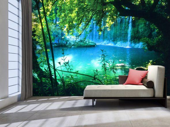 Фотообои с изображением водопада в комнате для отдыха