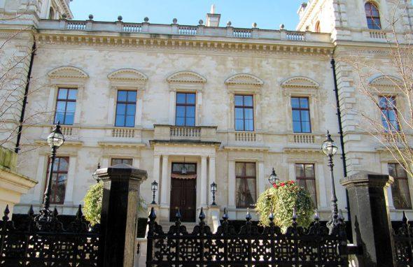 Особняк Кенсингтон-Палас Гарденс в Лондоне