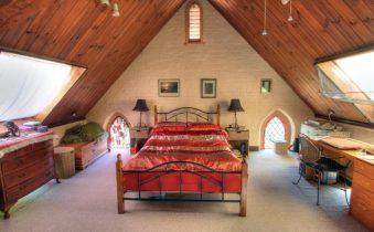 Дизайн спальни на чердаке