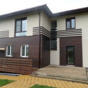 Облицовка дома панелями из древесно-полимерного композита