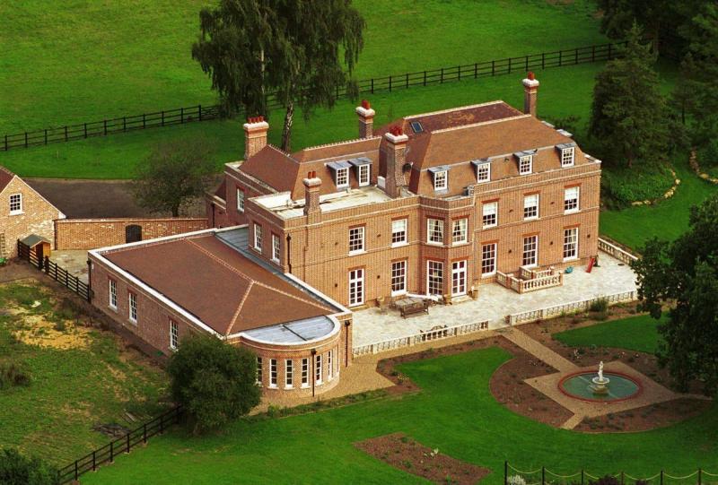 Дом, в котором живут Дэвид и Виктория Бекхэм