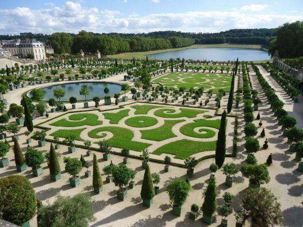 Сад с водоемами
