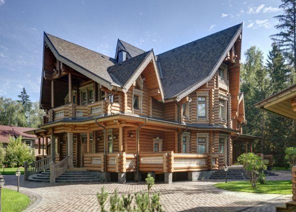 Дом из бруса необычной формы
