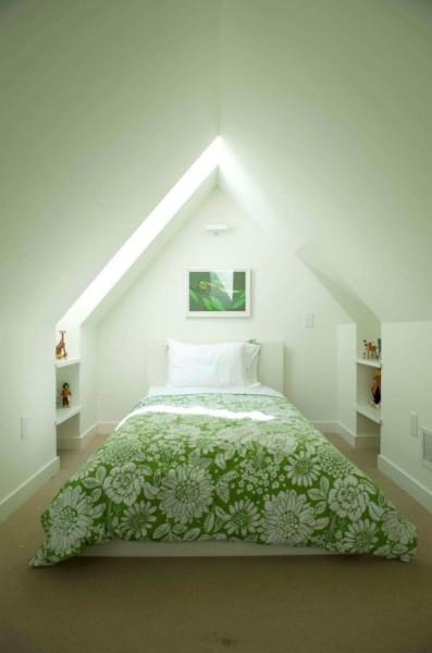 Спальня на чердаке в частном доме