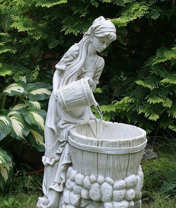 Статуя с небольшим водопадом